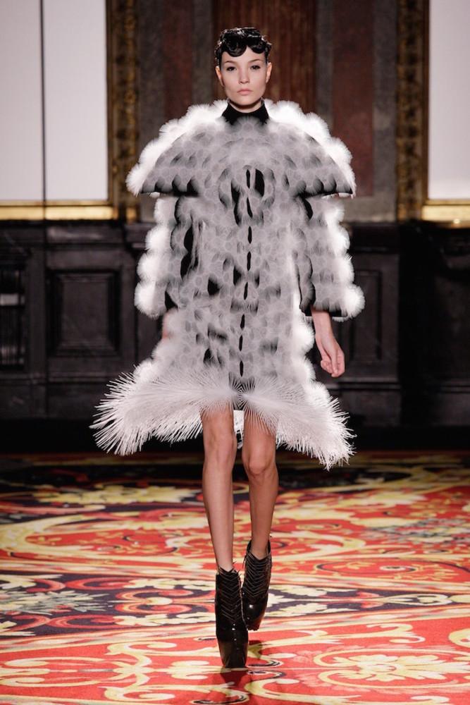 Large dress voltage haute couture iris van herpen 2013 paris c m. zoeter x iris van herpen